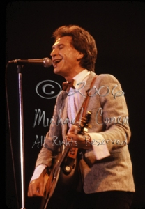 Ray Davies & Ovation guitar [The Kinks - Louisville Gardens, Ky 1980]