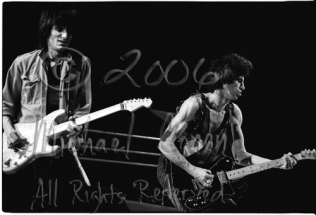 Ron Wood & Keith Richards full frame [The Rolling Stones - Rupp Arena, Lexington Ky 12-11-81]