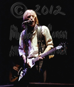 Tom Petty & Flying V no 4 [TP and the Heartbreakers - Louisville Memorial Auditorium 9-20-78]
