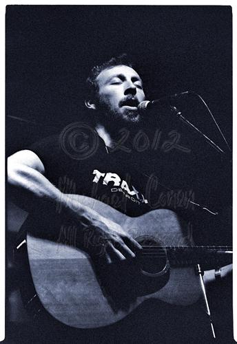 Michael Conen -  Richard Thompson acoustic closeup [Richard & Li