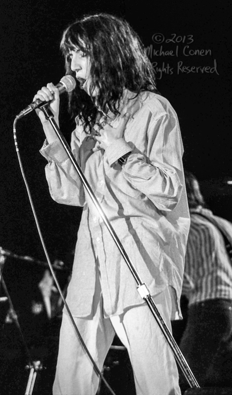 Michael Conen - [PROOF] Patti Smith hand to chest singing LG [Pa