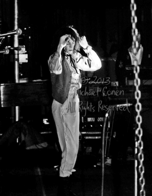 Michael Conen - [PROOF] Patti Smith in bowels of stage faint lig