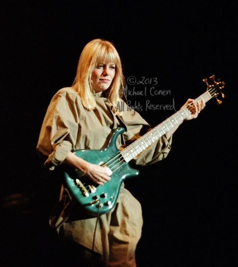 Michael Conen - [PROOF] Tina Weymouth & green bass vertical Colo