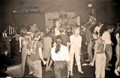 Michael Conen - [PROOF] band and dancing audience flash [The Ere