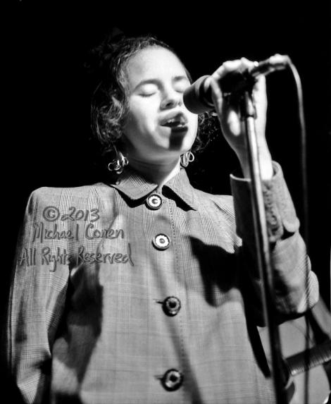 Michael Conen - [PROOF] Natalie Merchant eyes closed singing clo