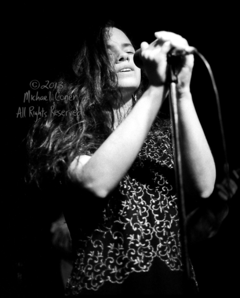 Michael Conen - [PROOF] Natalie Merchant holding mic, eyes close