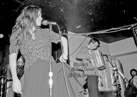 Michael Conen - [PROOF] Natalie Merchant raises her skirt & Denn