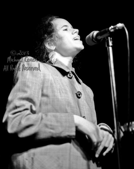 Michael Conen - [PROOF] Natalie Merchant singing in overcoat ver