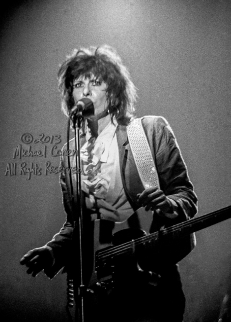 Michael Conen - [PROOF] Chrissie Hynde peers out above the audie