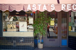 Asta's Records - exterior